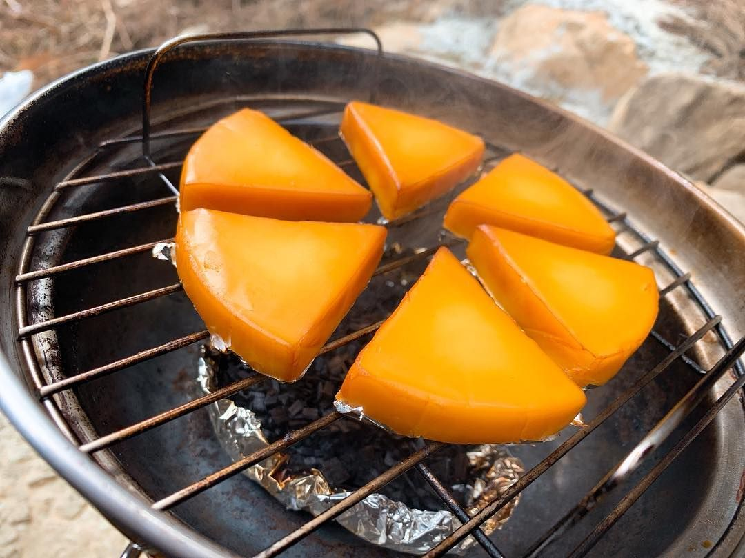 Kazunori Nagaharaさんはinstagramを利用しています 久しぶりのbbqで久しぶりの燻製 トマトは初チャレンジでしたが中々良かったです Bbq 燻製 燻製チーズ 燻製トマト スモーク Fruit Food Mango