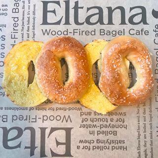 Eltana Wood Fired Bagels Eltanabagels Photos Et Vidéos Instagram Bagel Cafe Eat Buttery