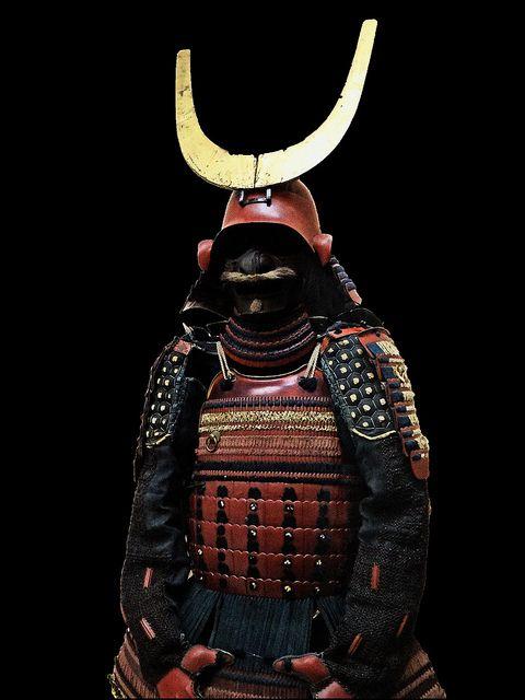 Red lacquered nimaido gusoku 17th Century Edo Period...원출처자의 설명대로 17세기 거면 히코네 번彦根藩의 이이 가문井伊家 사람의 것이려나.
