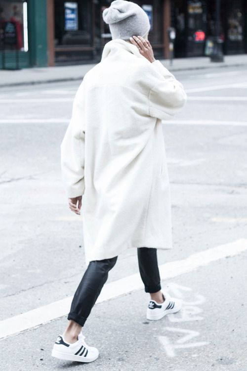 navy stan smith + leather baggy + cream coat + pale grey tuque