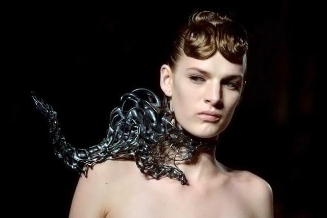 Iris van Herpen & Isaie Bloch - Voltage couture show Paris - 3D printed jewelry | Eragatory