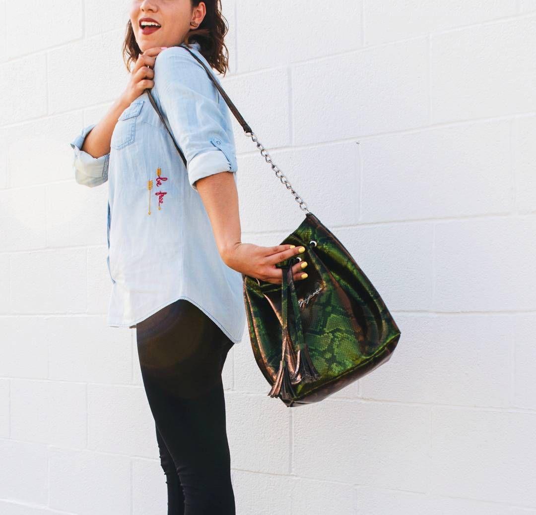 @epifania_mx tiene una nueva colección en bolsos que quiere compartir contigo!  pueden leer todos los detalles en el blog. . . . . #epifania #bolsos #tornasol #verde #mx #minimalista #diseñomx #moda #mexico #accesorios #fashion #fblogger #compralocal #hechoenmexico #nuevopost #linkenbio #bloggermexicana #arylimon