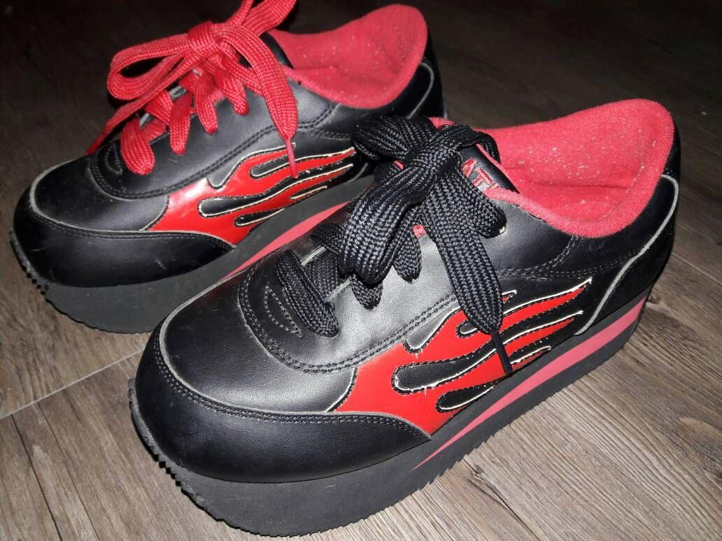 84245a0306 RARE Volatile vintage club sneakers size 9
