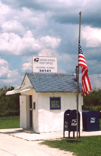 Weird Florida America S Smallest Post Office Zip Code 34141 Florida Post Office Country Roads