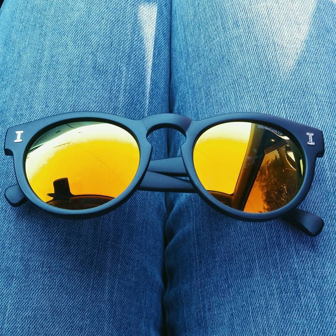óculos illesteva / sunglass