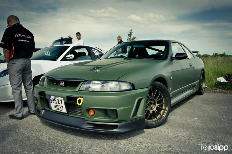 r33 skyline that looks to be wrapped in flat green. Black Bedroom Furniture Sets. Home Design Ideas