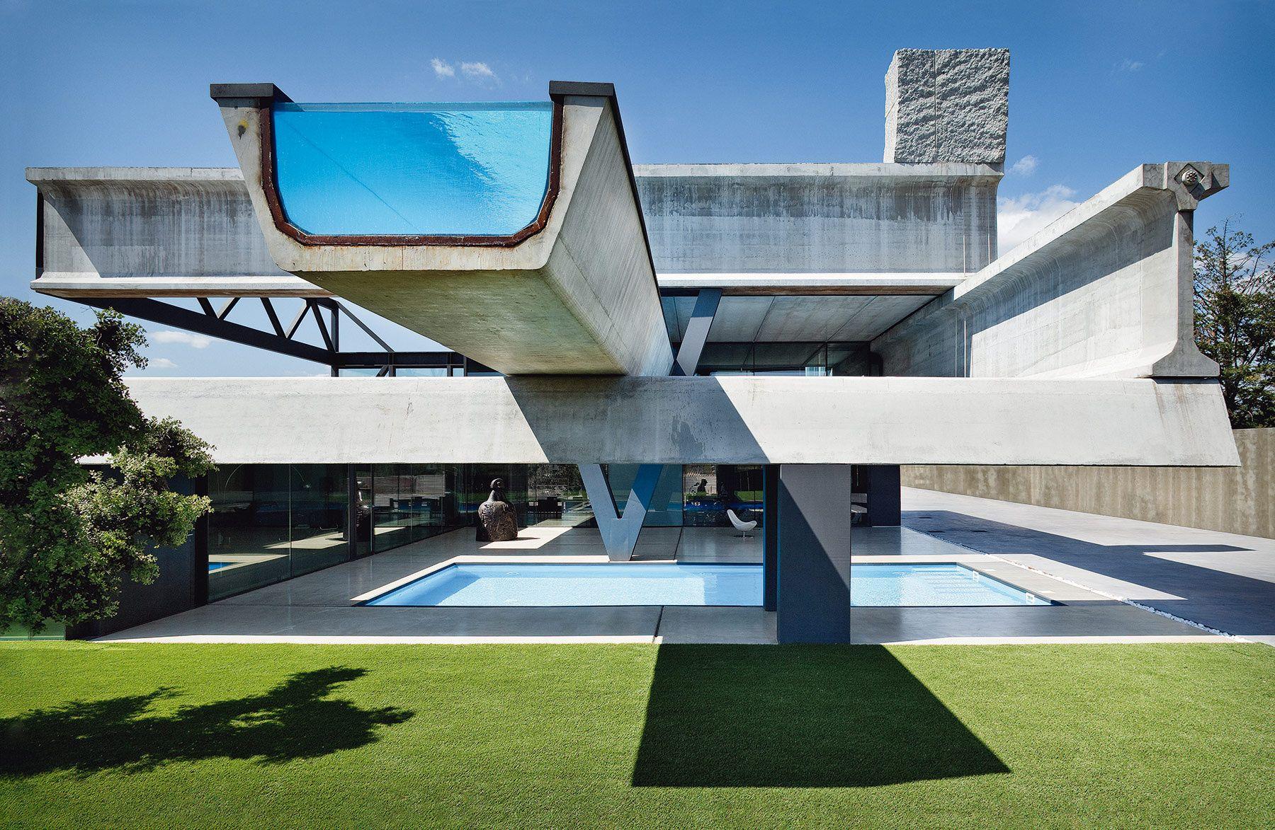 Siete vigas en equilibrio y una piscina de altura define - Arquitectos en espana ...