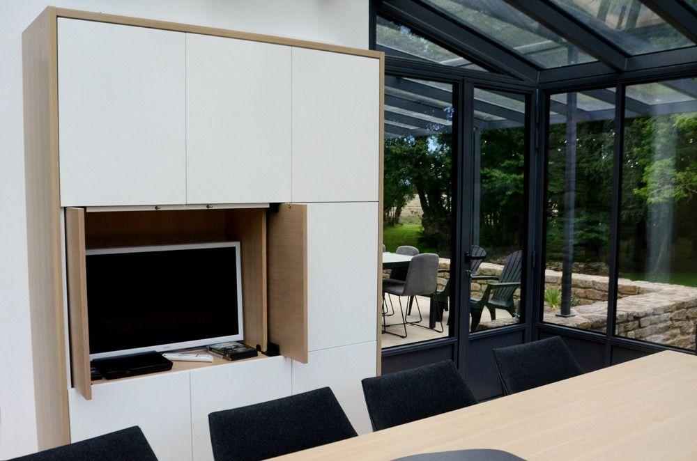 agencement d 39 une v randa armoire meuble tv vaisselier laque blanc et bois meubles malegol. Black Bedroom Furniture Sets. Home Design Ideas