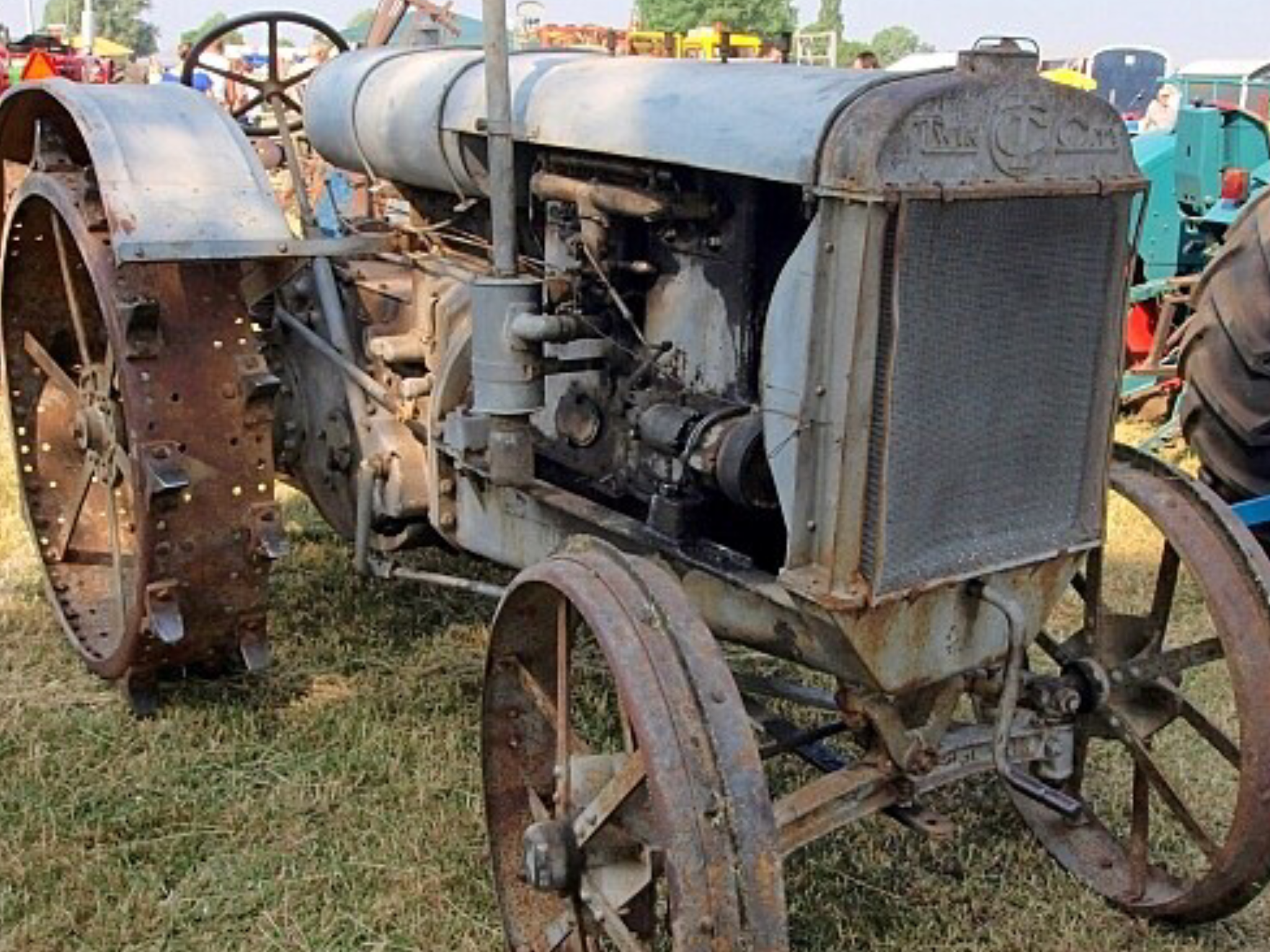 Pin by Lynda Weetman on Tractors Antique cars