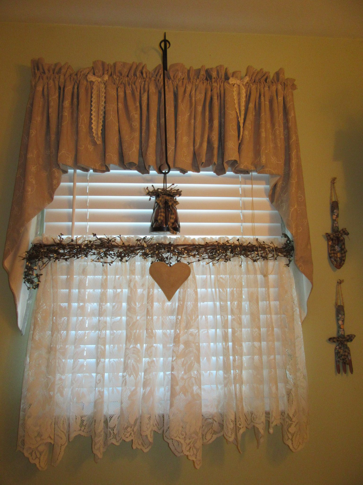 Candlewicking Taupe Valance Swag With Lace Tier And Pip Berries