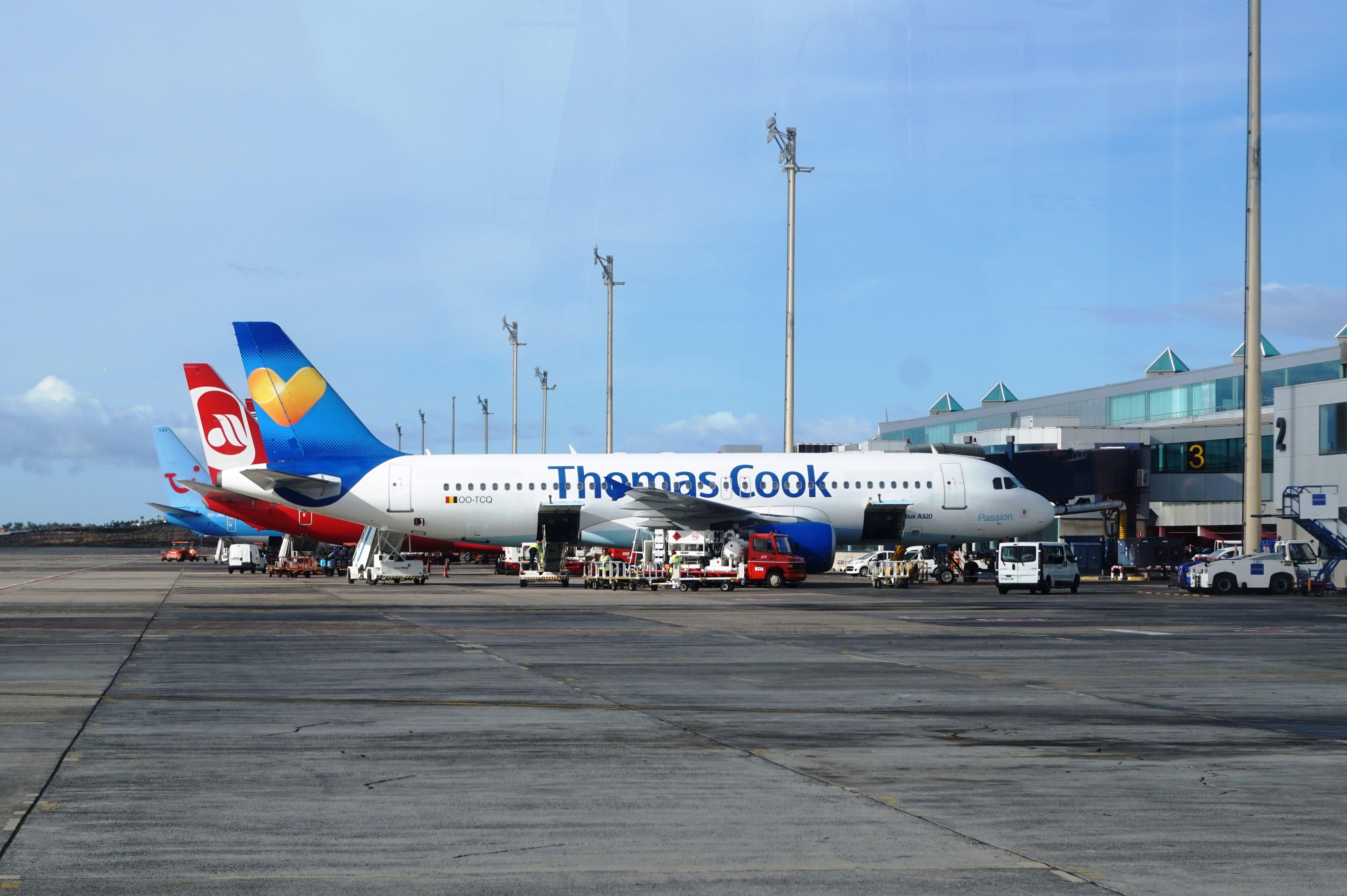 Planes At Tenerife South Airport Aeroporto Veiculos
