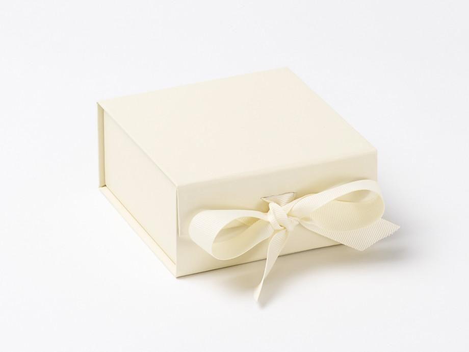 Park Art My WordPress Blog_Gift Box With Ribbon Bulk