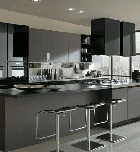 Elegante Diseño De Cocina En Tonos Grises Y Negros Acabados