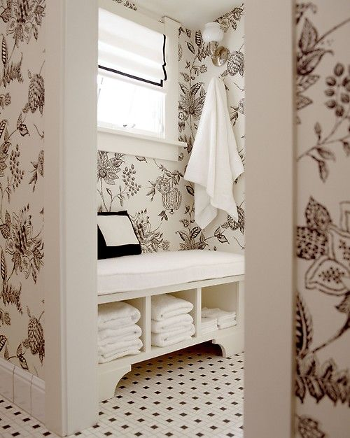 Merveilleux This Traditional Black And White Bathroom Features A Small Nook For Rest  And Relaxation. Lovely Black And White Wallpaper Covers The Walls, Adding  Charm And ...