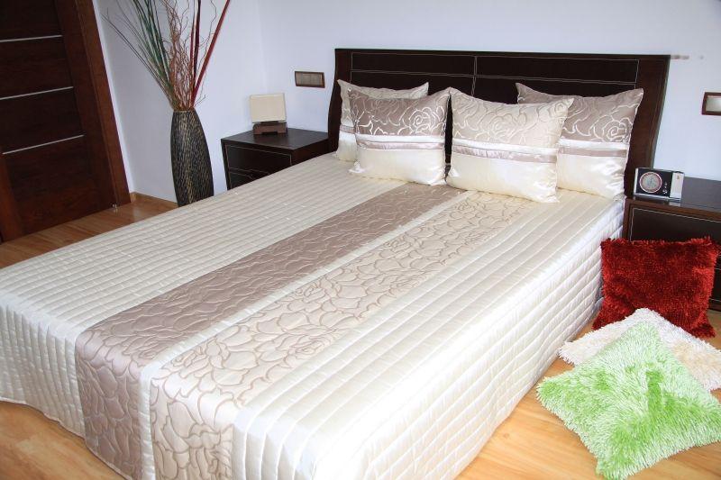 Luxusný prehoz na posteľ béžový so vzorom