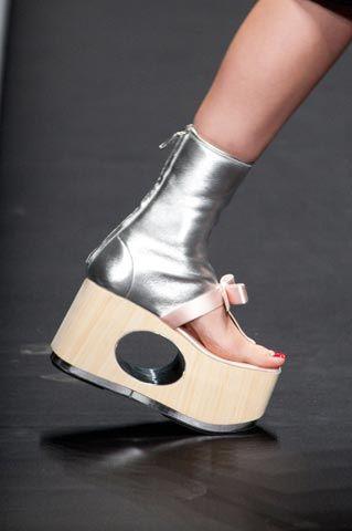 Le scarpe stravaganti di Prada PE 13