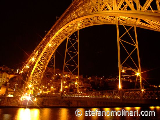 D. Luis bridge at night
