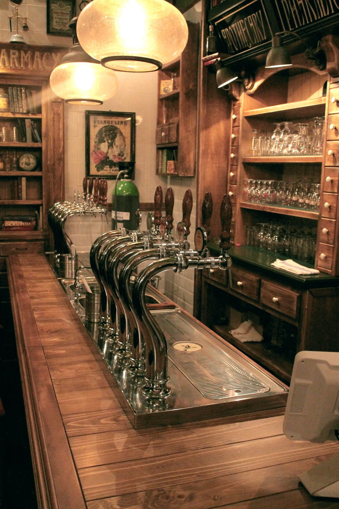 Hai salvato su arredi speakeasy camproject srl arredo pub for Fiusco arredi megastore srl