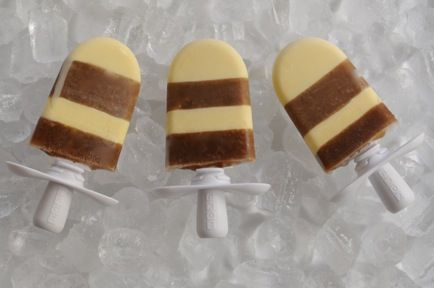 just bought the Zoku popsicle maker and it is amazing....need to try making these rootbeer float ones!