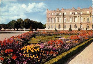 A Surprise Inside: Le Chateau De Versailles postcard from 1972. www.bookdecor.com