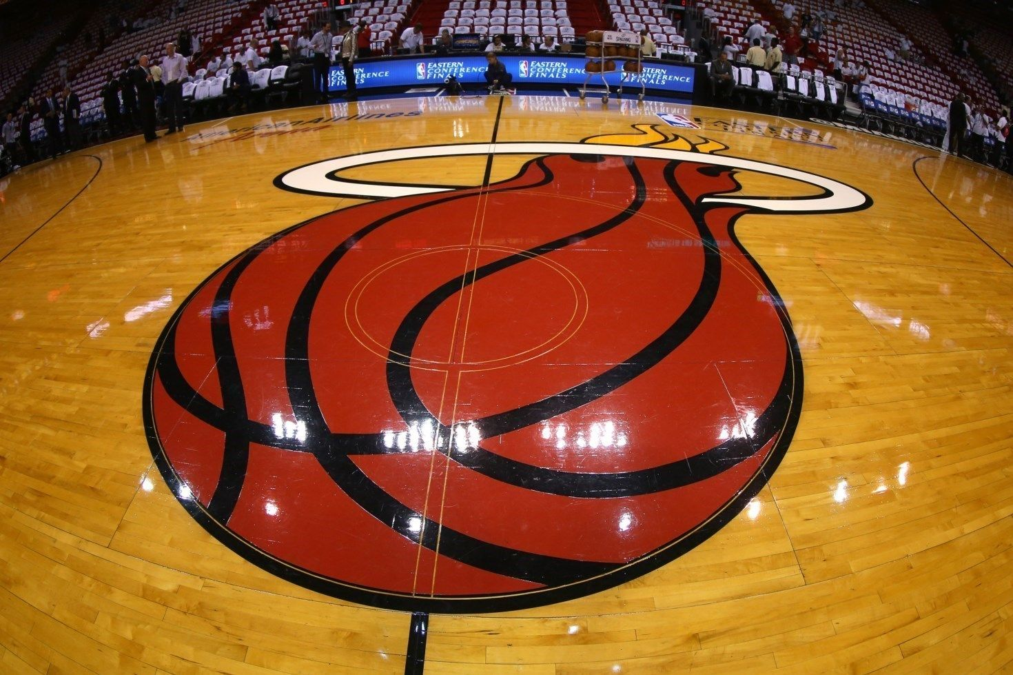 Miami Heat Vs Golden State Warriors Tue Nov 25 7 30 Pm Est Click The Gettyimages Picture To Access The Mov Mac Backgrounds Basketball Wallpaper Miami Heat