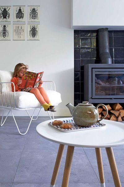woonkamer-grijze-vloertegel - Hit the floor   Pinterest - Tegels ...