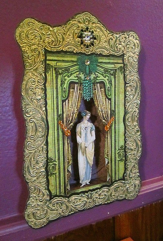 Tarot Girl Queen Of Wands: Tarot Girl: Papercraft Shadowbox - Elegant Lady
