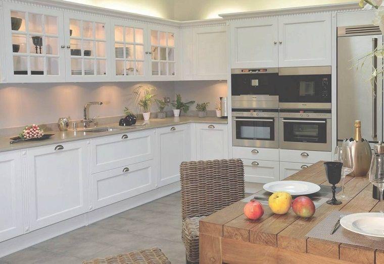 cucine-ad-angolo-moderne-mobili-bianchi-tavolo-legno | Idee ...