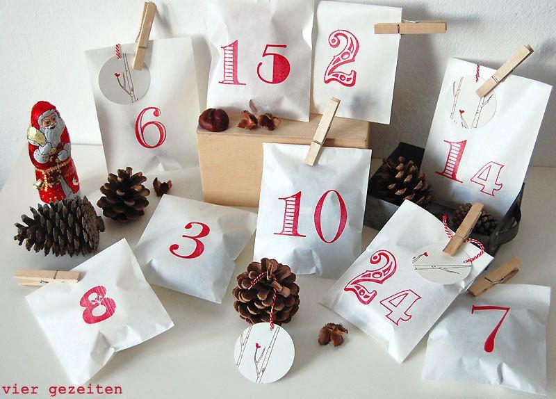 Adventskalender Set ROT // zum Selbstbefüllen    Im Set enthalten sind:     - 24 Papiertüten  - 5 Geschenkanhänger   - 24 Holzklammern   - 1 Schnur