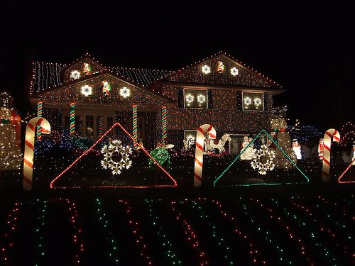 That's how long the Faucher family has been putting up their Christmas light  extravaganza outside their Delaware home. Description from cupcakepedia.com. - That's How Long The Faucher Family Has Been Putting Up Their