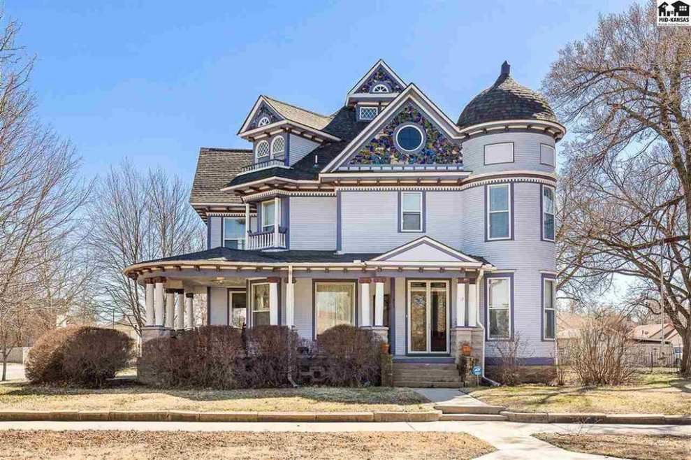 Old House Dreams Old Homes Historic Houses For Sale Old House Dreams Victorian House Interiors Victorian Homes