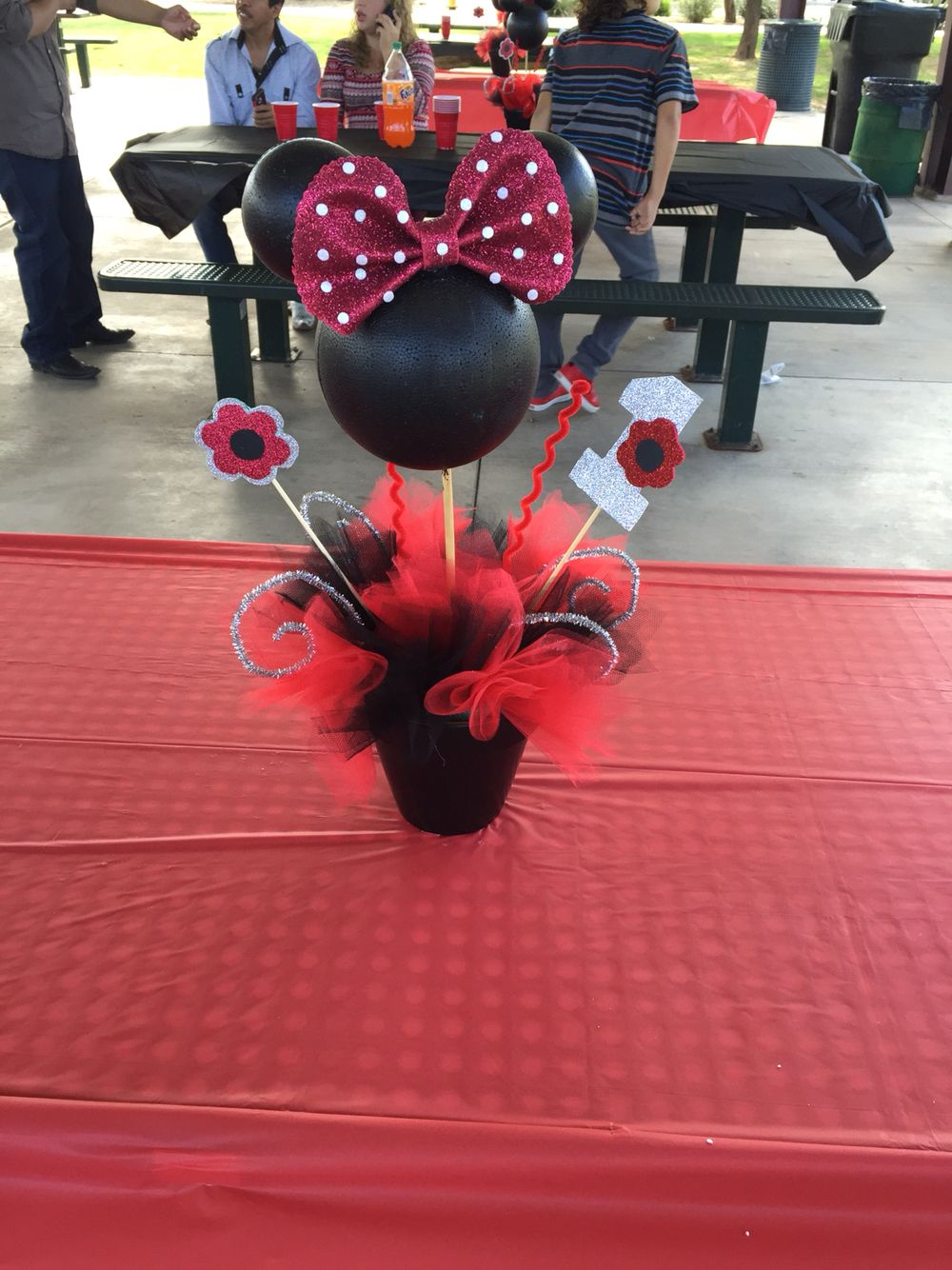 Red Minnie Mouse centerpiece for party Red minnie mouse