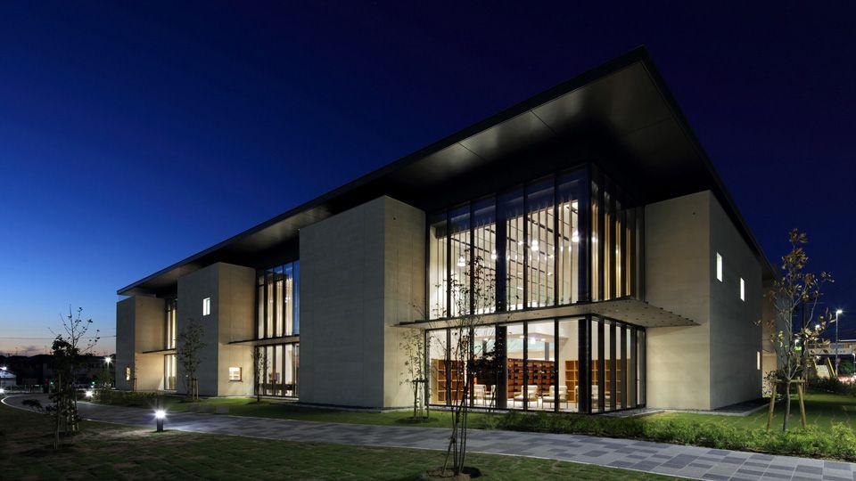 高砂市立図書館 石本建築事務所 ファサード デザイン 現代建築 図書館建築