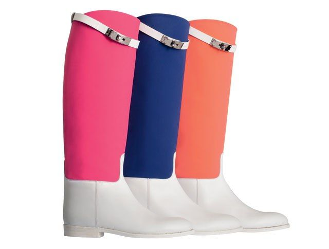 Jumping boots by Hermes. Saw them standing in the shop. The shape of their riding boots is just pure perfection. In black absolutely classy but in pink also an option