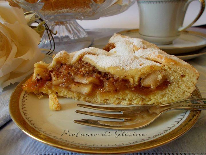 """Dal Blog """"Profumo di glicine"""" http://blog.giallozafferano.it/dolcemela/crostata-di-mele-e-nocciole-ricetta-dolce-vegano/ #BlogGz #Food #Sweet"""