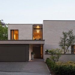 blick auf den eingang modern haus fassade architektur haus. Black Bedroom Furniture Sets. Home Design Ideas