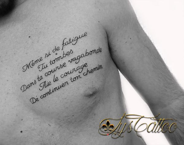 Exceptionnel Tatouage torse homme, pectoral, phrases, lettrage paroles d'une  TY77
