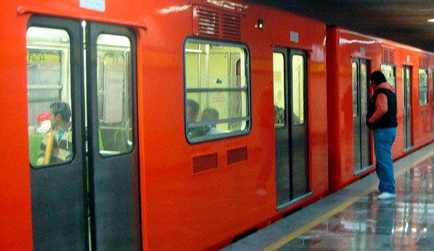 El metro es uno de los lugares y medios de transporte más cotidianos de la ciudad. Diario es usado por miles de personas  y como era de esperarse existen muchos misterios al rededor de él.