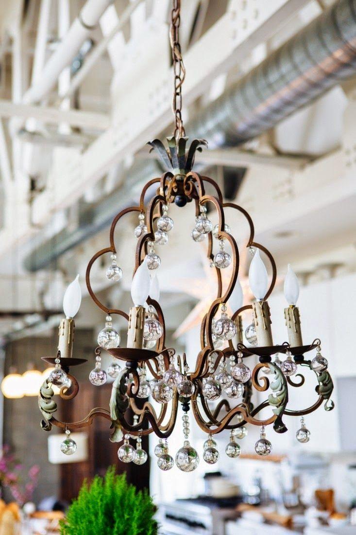 My leitmotiv blog de decoraci n vivir en un loft vintage chandeliers arubaitofo Image collections