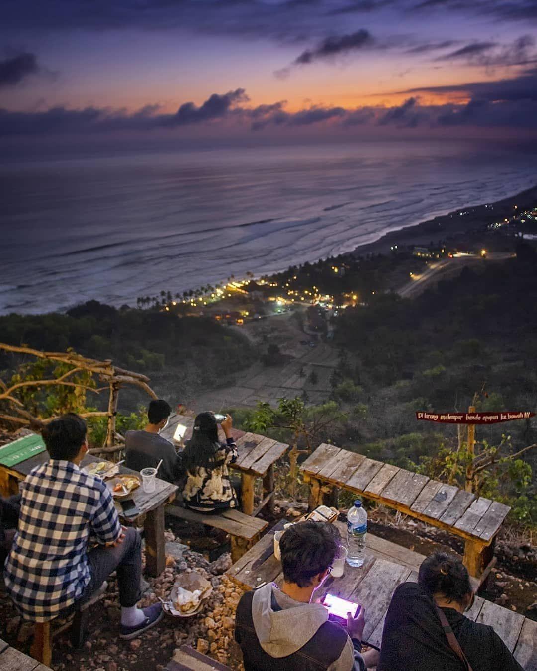 Paralayang Watugupit Gunung Kidul Yogyakarta Indonesia Bukit Yang Pernah Dipakai Untuk Acara Paralayang Bertaraf Na Foto Wisata Pemandangan Bepergian