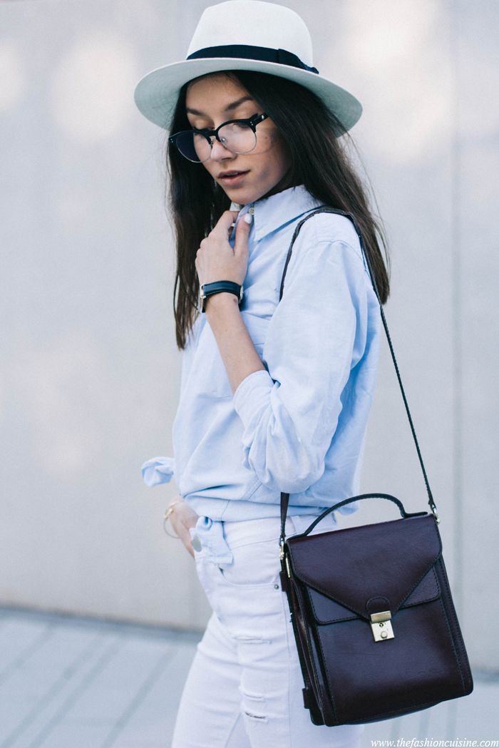 blue shirt fashion blogger, classic summer outfit, white jeans , street style