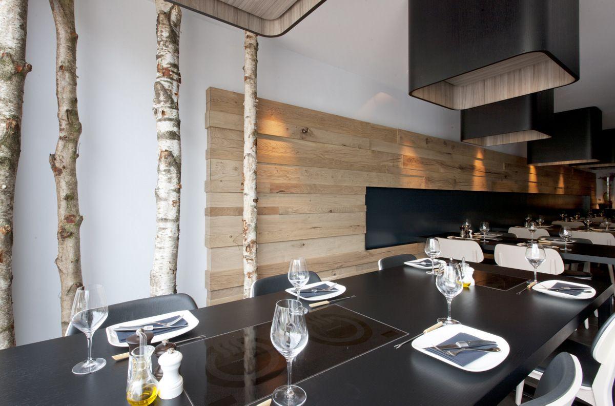 Berken stammen als natuurlijke decoratie in interieur verkrijgbaar