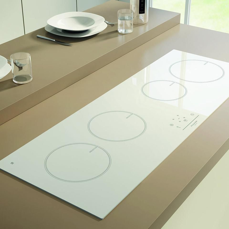 A 100-cm-wide induction hob, Lifeline 100 has four cooking areas ...
