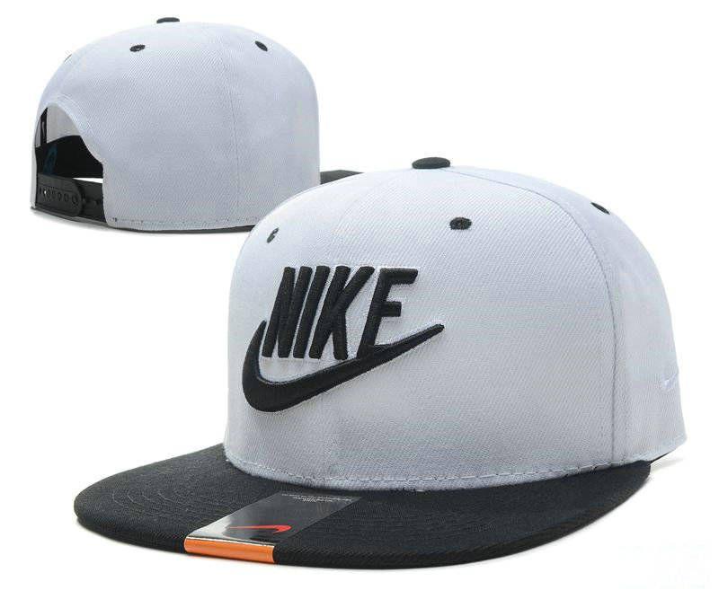 595e37c54b60c Кепка Snapback Nike с прямым козырьком. Gorras PlanasGorras ...