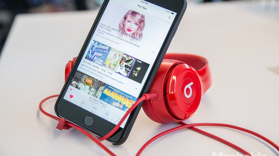 Apple offers free beats headphones with purchase of new