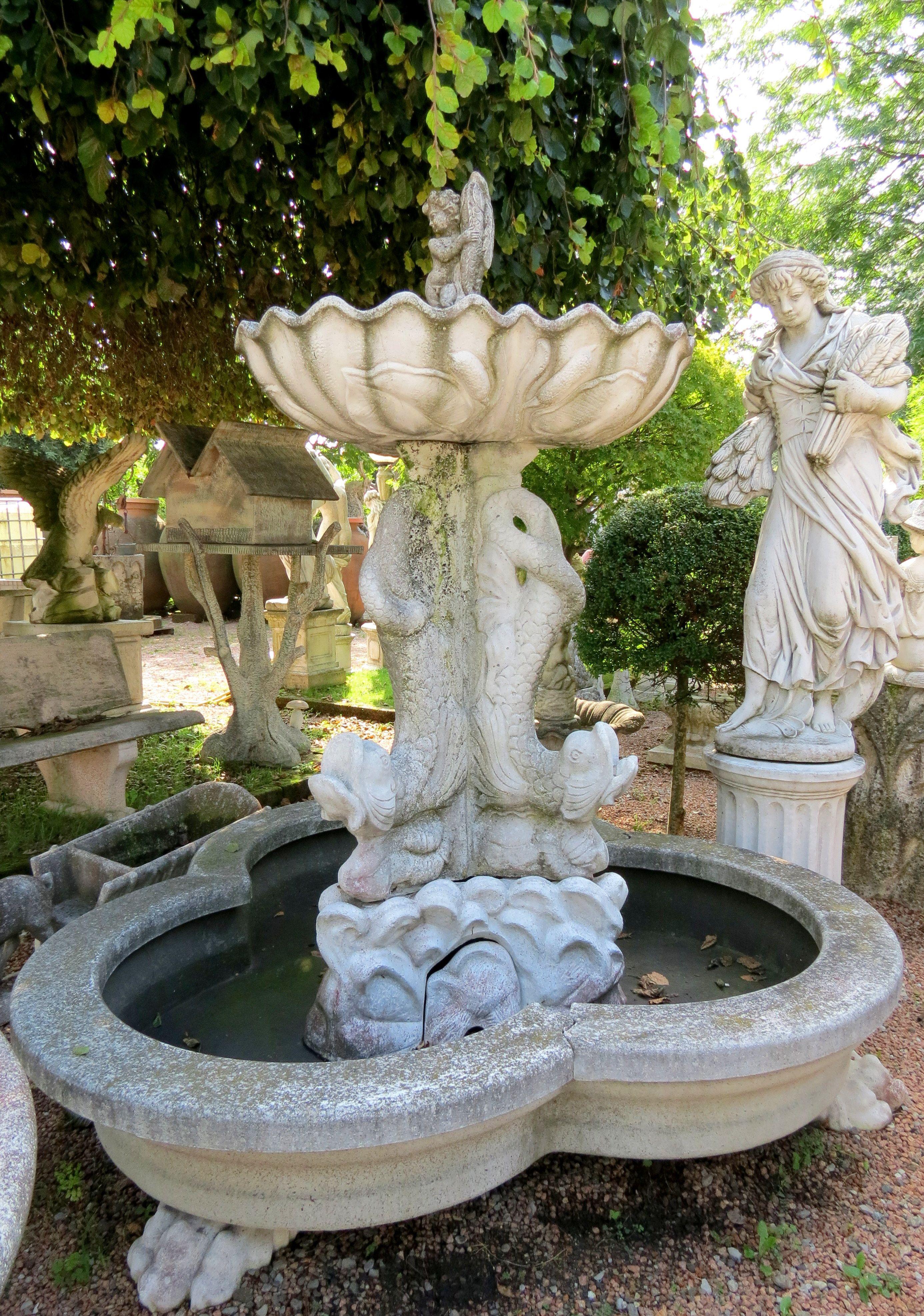 Fontana In Cemento Ad Una Cascata Con Putto E Pesci Arredamento Giardino Giardino Statue