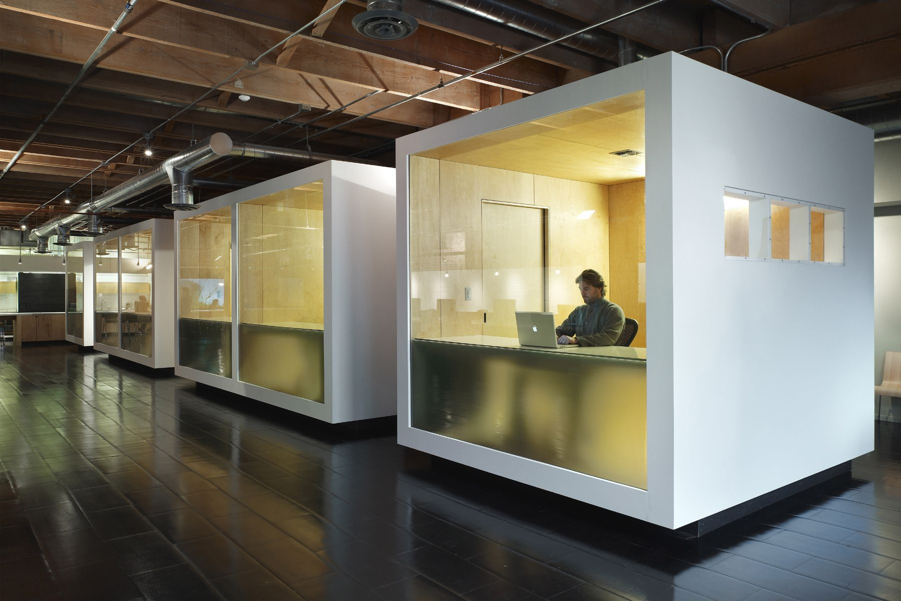 Hi tech office design artworks office workspace fantastic for Office space design