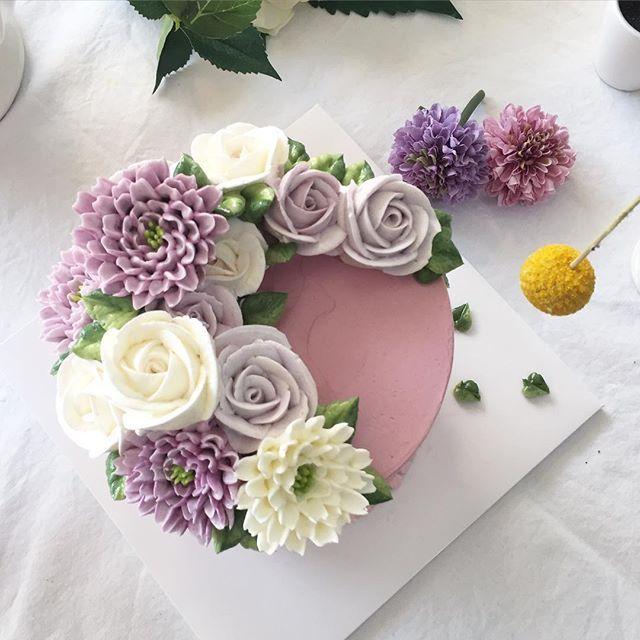 _  Done by student in nanaclass  #nanacalss #nanacake #flowercake #buttercream #nanastyle #flowers #kue #나나케이크 #나나클래스 #꽃케이크 #부산 #ktx #동대문시장 #방산시장 #rose #날씨 좋은날 삼청동 거리는 언제 걸어도 기분좋아 #좋은사람 #벌써 부산