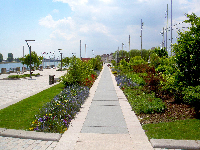 Atelier Villes Paysages Requalification De L Esplanade