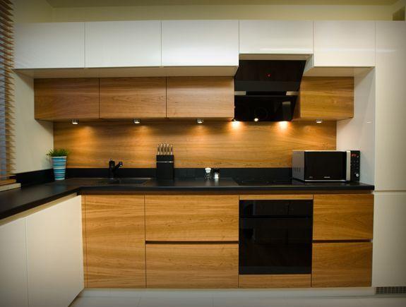 Kuchnia Biel Drewno Czarny Blat Kitchen Kitchen Cabinets Home